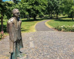 Konrad-Zuse Statue im Stadtpark Hünfeld